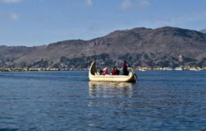 turistas-en-el-lago-titicaca1