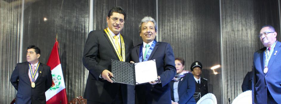 Ministro del Ambiente Manuel Pulgar-Vidal recibe condecoración de Municipalidad de Santiago de Surco