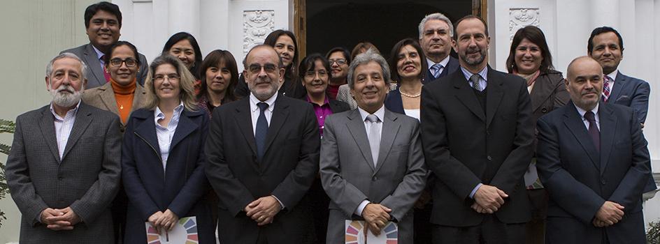 Ministro Pulgar-Vidal y presidente de la Comisión de  Transferencia, Héctor Cisneros, suscribieron acta de transferencia de gestión