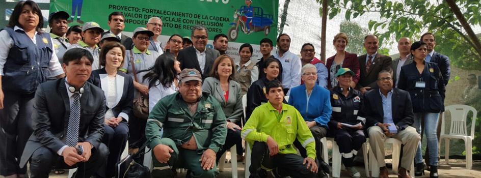 """Ministra del Ambiente, Elsa Galarza, y Gina McCarthy de la Agencia de Protección Ambiental participan de Taller """"Aguas sin Basura"""" en Chincha"""