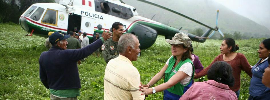 """Ministra Elsa Galarza: """"Vamos a atender a todos los damnificados desde Lurín hasta Cañete"""""""