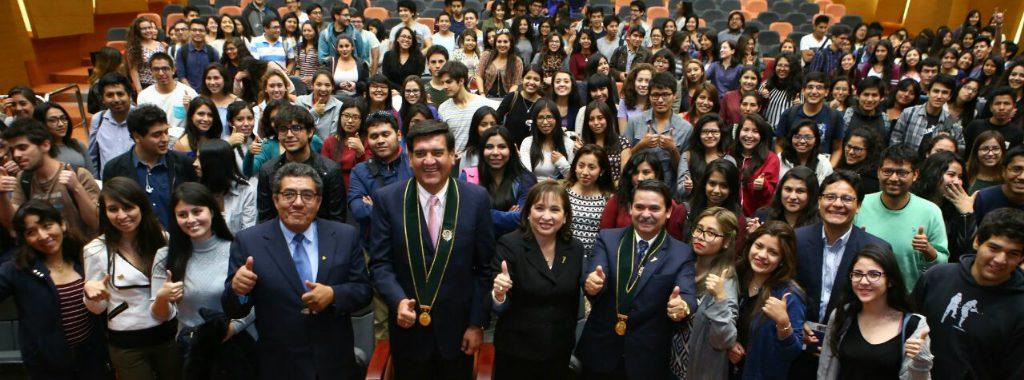 Ministra del Ambiente dialoga con estudiantes de la Universidad Católica de Santa María de Arequipa sobre el Cambio Climático