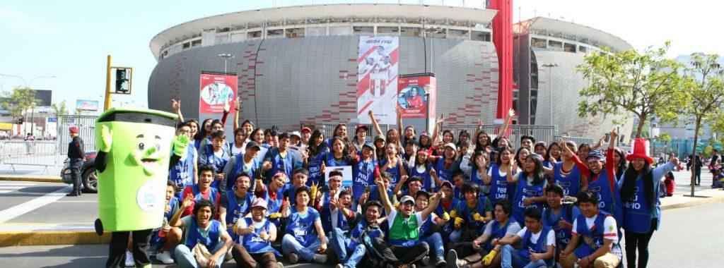 Campaña PERÚ LIMPIO continúa educando a la población para no arrojar residuos a la calle durante partido de la selección de fútbol