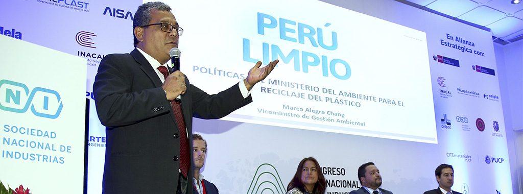 """MINAM: """"Estamos en contra del uso superfluo del plástico y regularemos su uso en el Perú"""""""