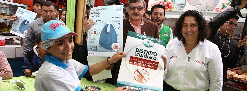 Ministra del Ambiente concientiza a comerciantes y ciudadanía del distrito de Magdalena del Mar para reducir el uso innecesario del plástico